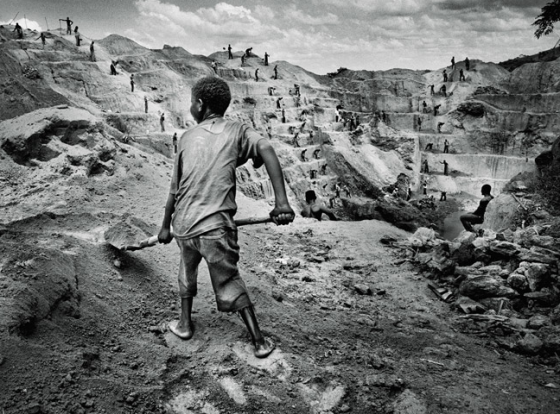 A child works a militia-run mine, photo by Marcus Bleasdale (Nat'l Geo, Oct 2013)